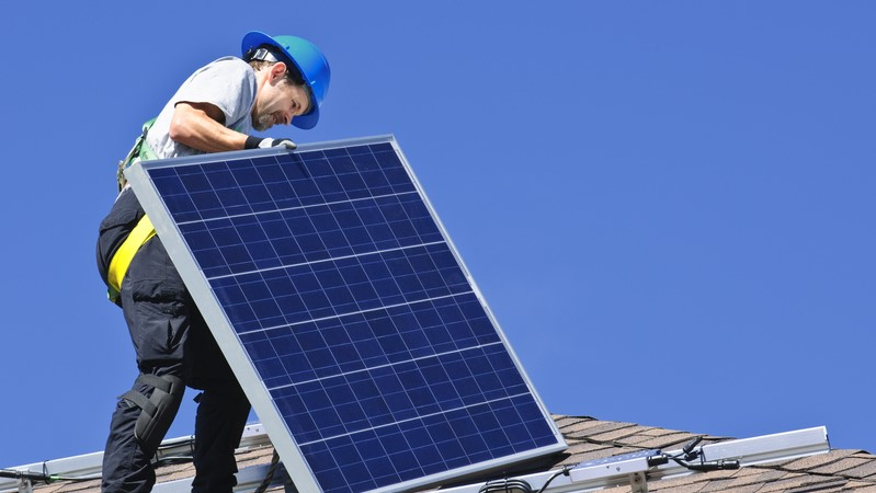 Solar panel installation (image: Dreamstime)