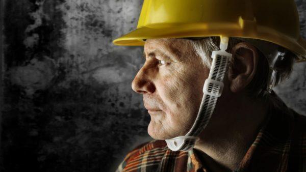 Older construction worker (Photo: Bowie15, Dreamstime)